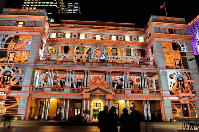 Во время праздничных торжеств австралийские города ночью просто не узнать