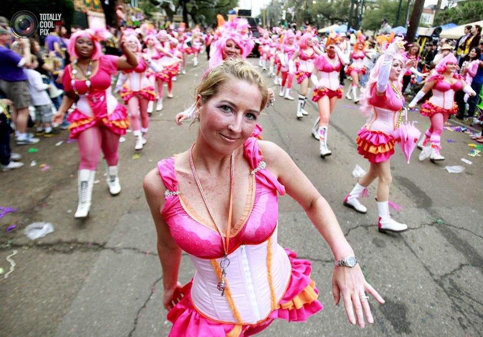 На карнавале Марди Гра люди позволяют себе чуть больше, чем обычно. Поэтому, если вы воспитаны в духе консерватизма, лучше в этот день остаться дома