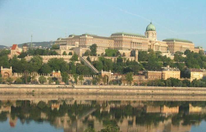 Старинные венгерские здания живописны, как и окружающая их природа