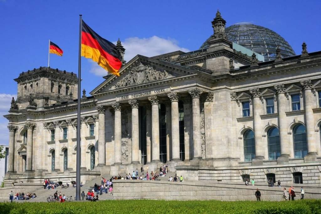 Немецкая архитектура монументальна и привлекает множество туристов со всего света