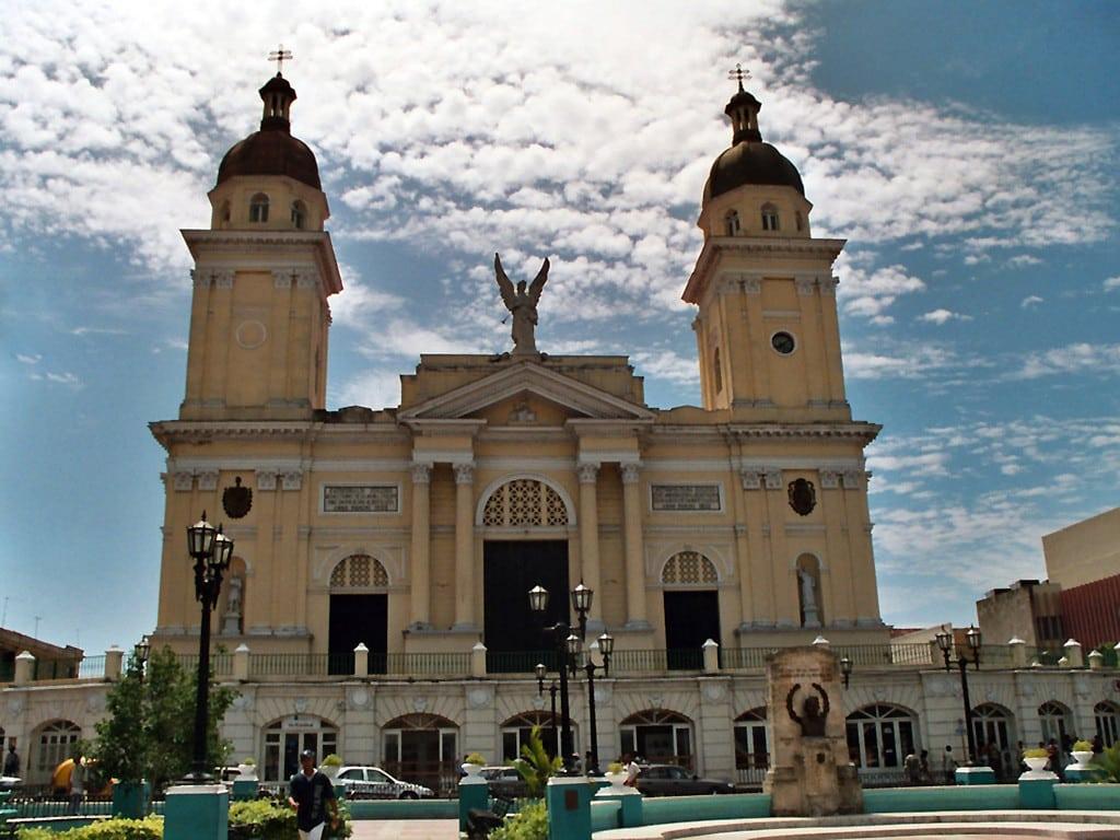Кубинские органы правопорядка достаточно строги. Не нарушайте их рекомендаций, и ваша поездка пройдет без проблем