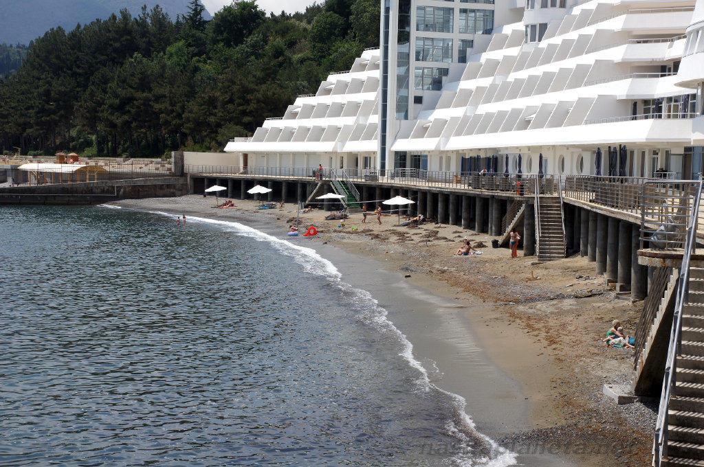"""Пляж отеля """"Европа"""""""