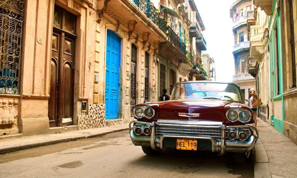 Оформить деловую визу на Кубу несложно - достаточно собрать пакет документов и предоставить в посольство. Отказы здесь редки