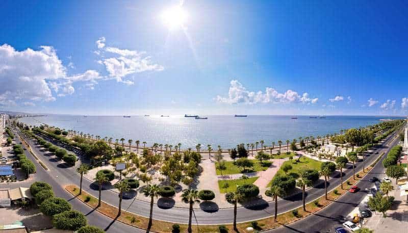 Южный Кипр более благоустроен, нежели северная половина острова. но и цены тут выше