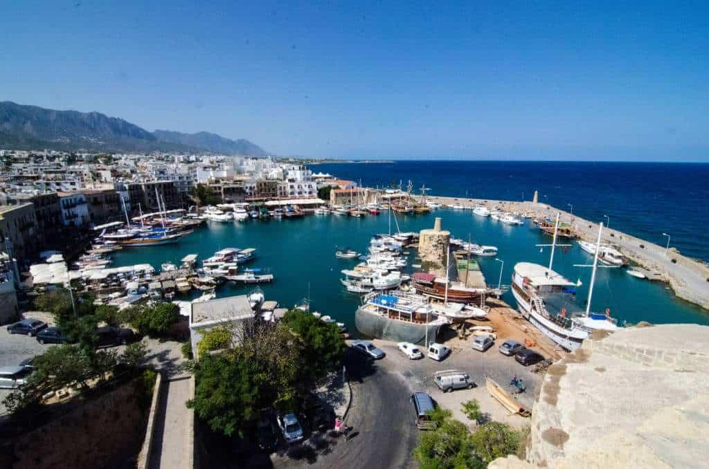 Виза на Кипр легка в оформлении, поэтому туристы любят этот теплый солнечный остров