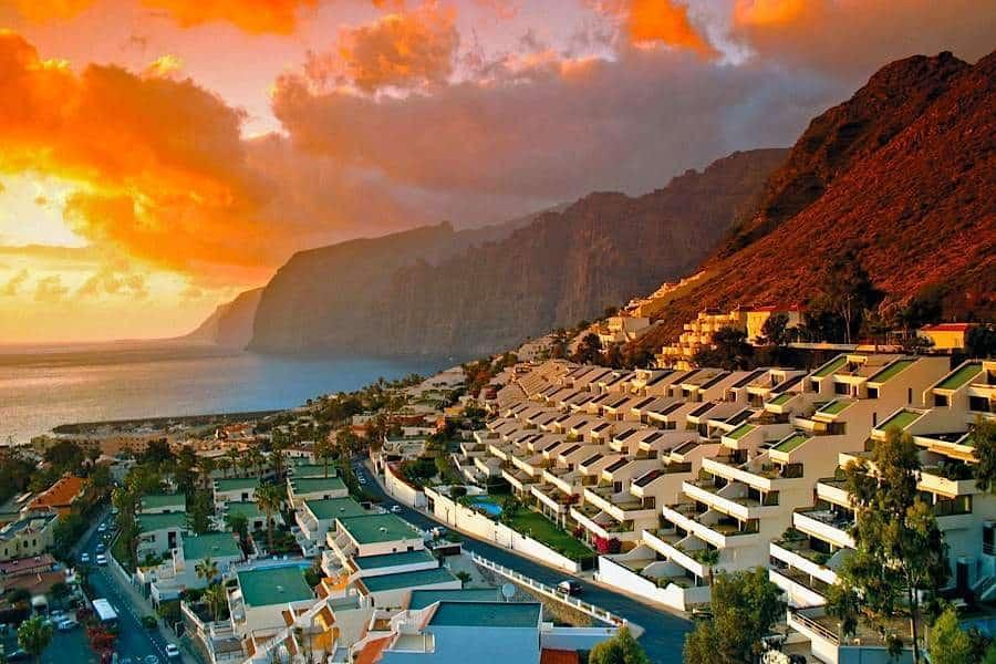 На Канарских островах редко бывает недостаток туристов, так что визу за красивые глаза никому не дадут