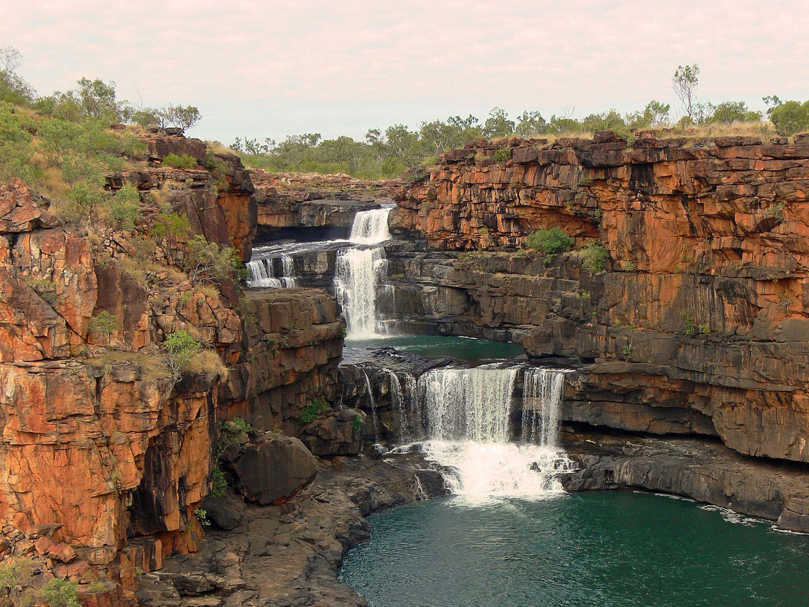 Несмотря на свою удалённость, водопад точно стоит того, чтобы его посетить